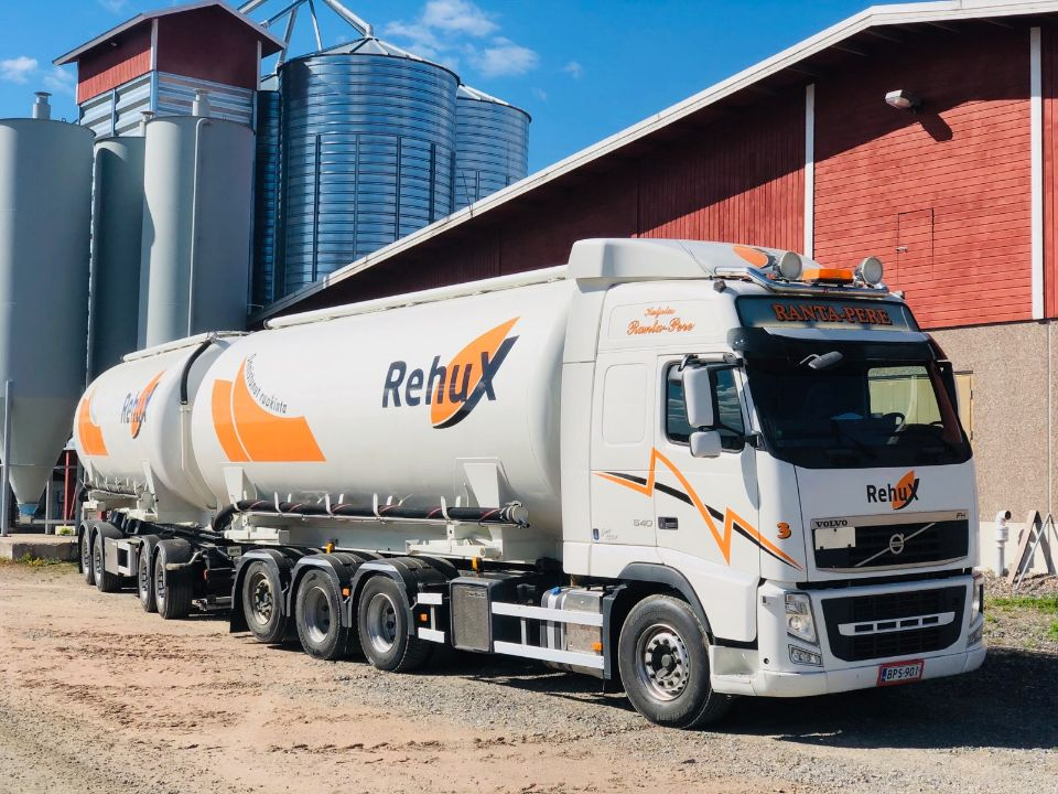 Rehuxin uusi rehuauto liikenteeseen